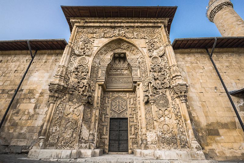 Divriği Ulu Camii ve Darüşşifası: İslam Mimarisinin Başyapıtı ile ilgili görsel sonucu